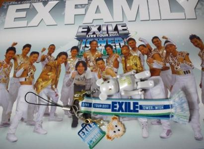 携帯ストラップ on EXILE FC表紙