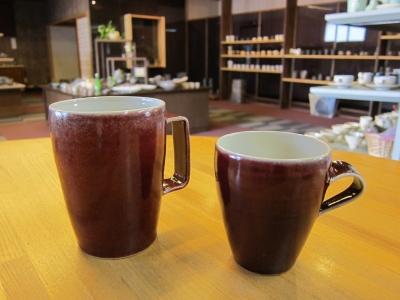 高橋里美さん赤いマグカップ