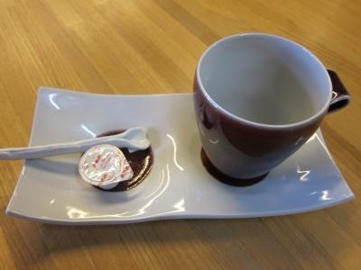 高橋里美さんお皿とカップ
