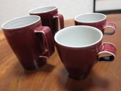 赤いマグカップ(大、小)/ 高橋里美