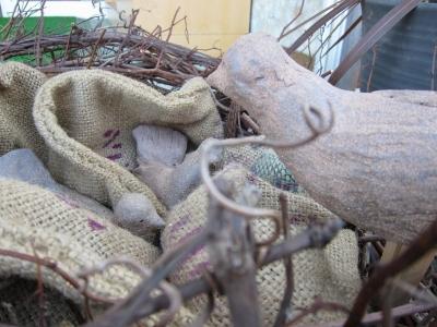 陶器のガーデン人形 作:塩原恵