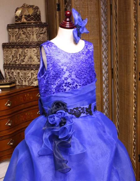 ヘッドドレスとラウンドネックの上半身デザイン バイオリンのコンクールドレス