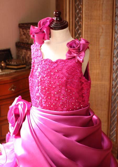 上半身デザイン ピンクのドレス