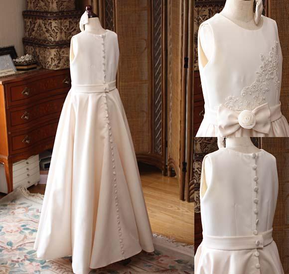 コンクールドレス アイボリーとオフホワイトドレス