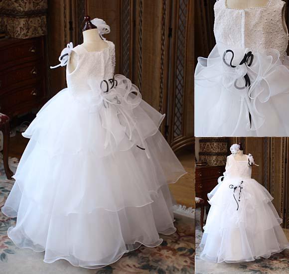 ピアノやバイオリンの発表会、演奏会、コンクール用の子供ドレス。受注生産ドレス。