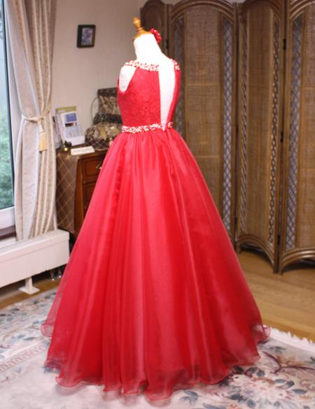 中学生用ロングドレス。バックスタイルシルエット