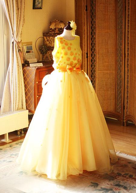 ピアノのコンツェルト用ドレス 黄色