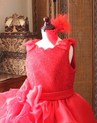 ヘッドドレスと肩にはリボンをデザイン