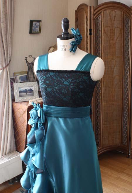 ブラックとグリーンのドレスデザイン
