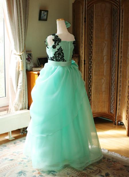 ロングドレスのシルエット  オーダーメイド