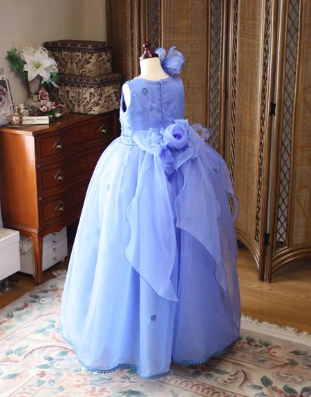 ピアノの発表会にはとびっきり可愛いブルーのドレスで演出