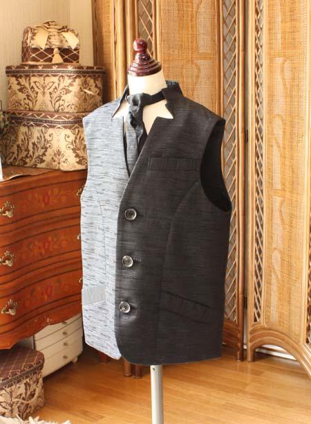 部落の男の子用のベストとタイ  襟元のデザイン