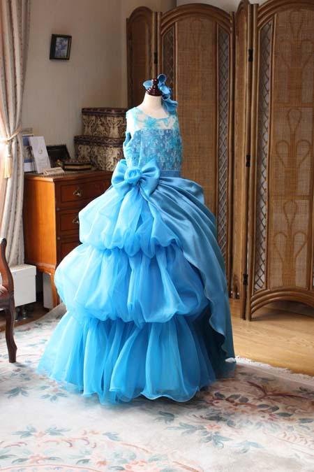 アシンメトリードレス ステージ上でのドレスの表現と見せ方