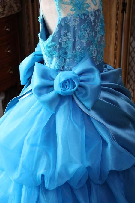 ポイントを抑えたドレス選び リボンやコサージュの大きさと向きについて