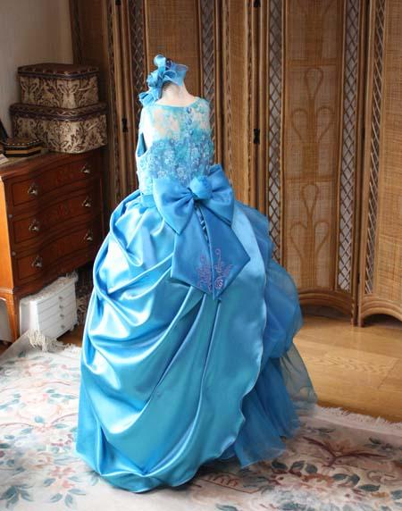 ドレスのスカートシルエット オーバースカートの表現方法。違うような雰囲気でも素敵に見せるオーバースカートドレス