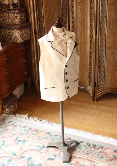 男の子用のベストとタイ ピアノのコンクール用衣装
