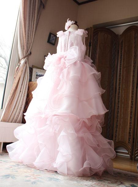 素敵なバックスタイルデザイン。小学生用のピアノのドレス