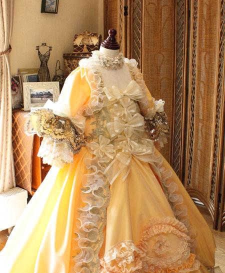 バロック調のドレスデザイン