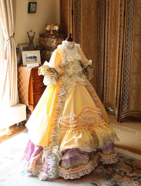 ロココ調のドレス