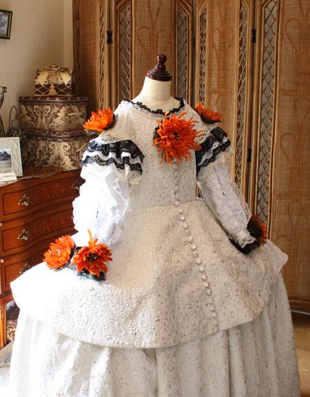 胸元のデザイン。中世ヨーロッパ調のドレス