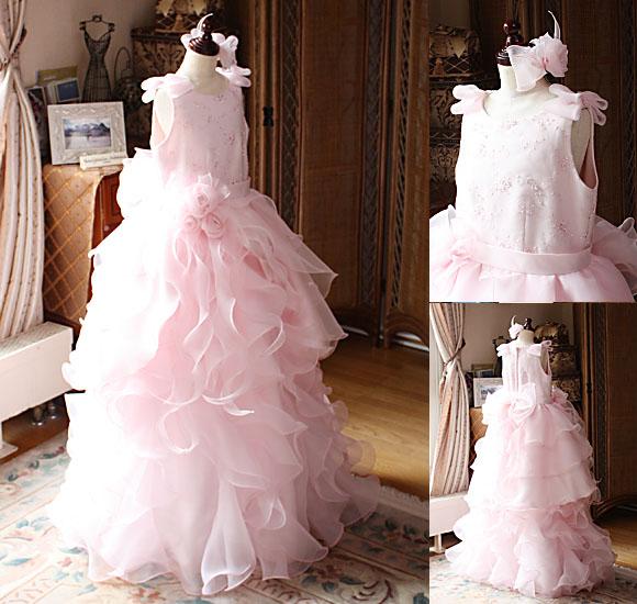 ピンクカラーのジュニアサイズ用ドレス