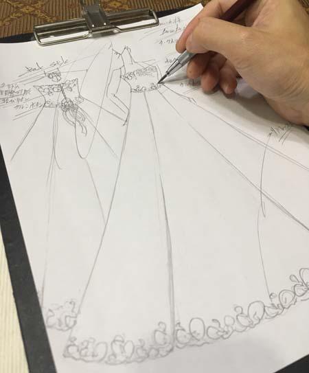 デザイン画 バイオリンのコンサートドレス