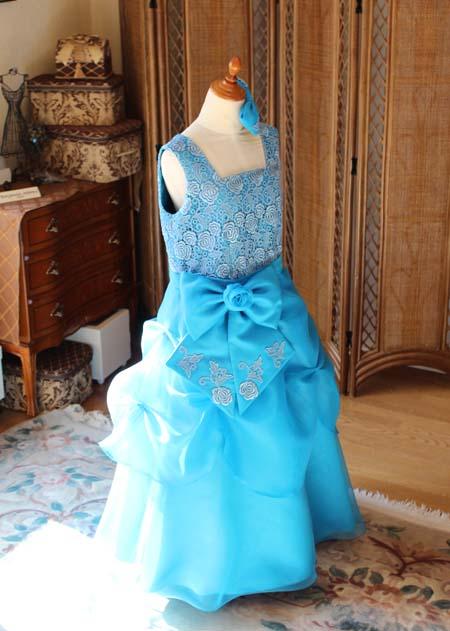 Aラインスカートの小学生用ドレス