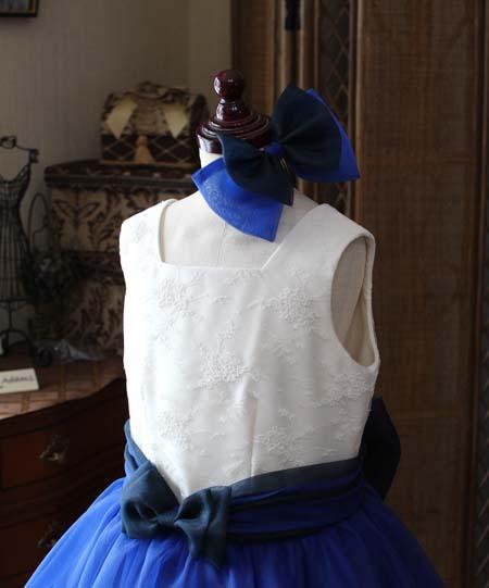 ヘッドドレスのリボンと上半身デザインの構成