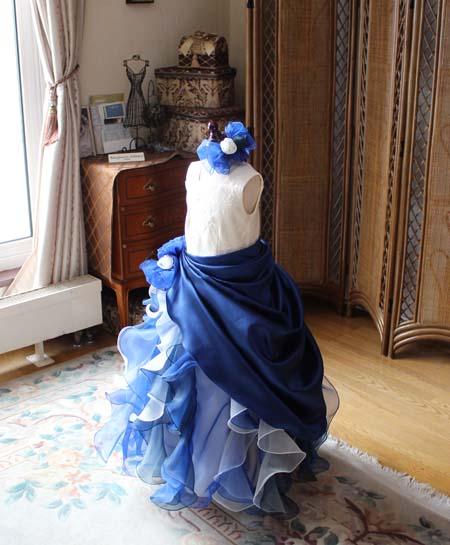 ネイビーブルーとシャンパンカラーの子供用のコンクール用ドレス
