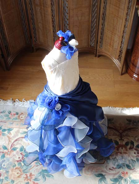 ヘッドドレスとウェストのコサージュ リボン