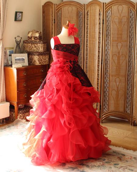 レッドカラーのピアノのコンチェルトドレス