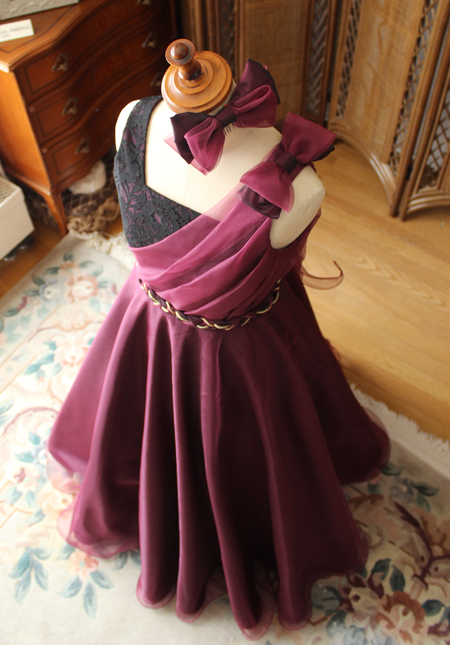 ドレスデザインと上から見たシルエット
