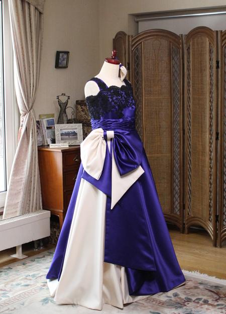 シャンパンとロイヤルブルーのボリュームベルラインドレス 音楽家用ロングドレス