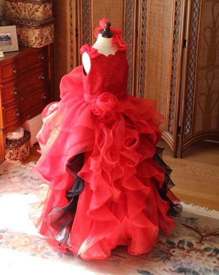 ベルラインシルエットのピアノ用ドレス