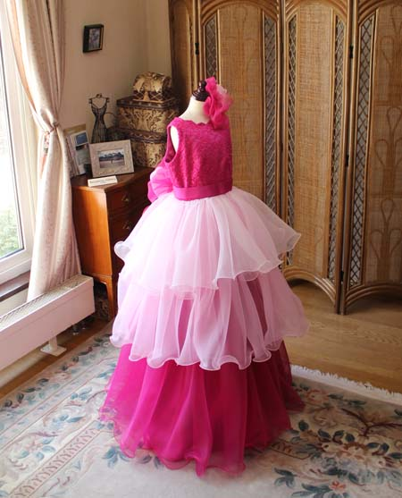 ドレスの雰囲気を変えるドレス