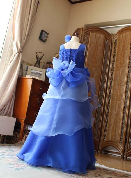 子供用ドレスのバックスタイルシルエット