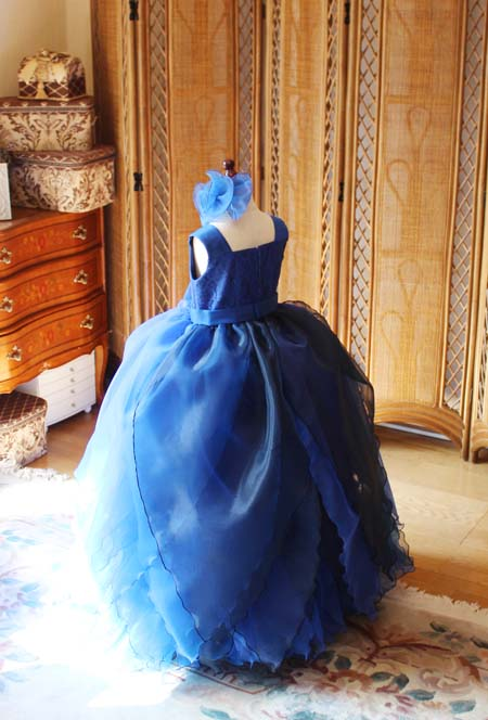 リーフ型スカートの小学生用ドレス