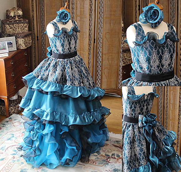 ピアノの演奏者ドレス コンチェルトドレス ブルーとグリーンのドレス