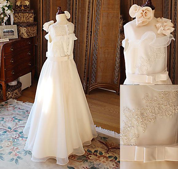 バックスタイルドレスと繊細なデザイン