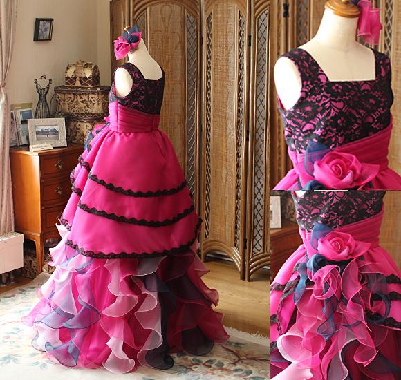 後ろ姿とバックスタイルドレス デザインの詳細