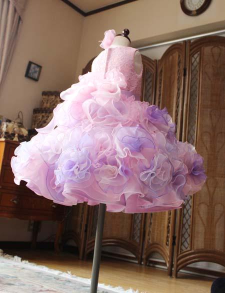 コサージュ構成 バラの花びらコサージュのスカートデザイン