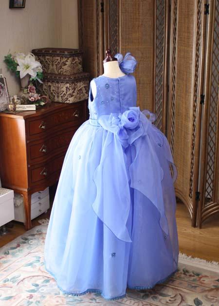 バックスタイルドレスとシルエット ベルラインスカートとアシンメトリーデザイン