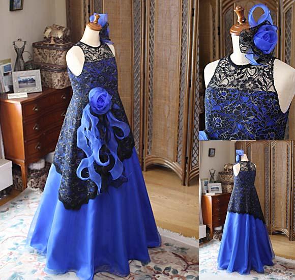 深みのあるブルーとブラックレースを施したコンチェルトドレス