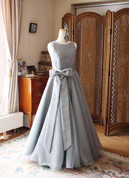 モノトーンのドレスの選び方 デザイン立案