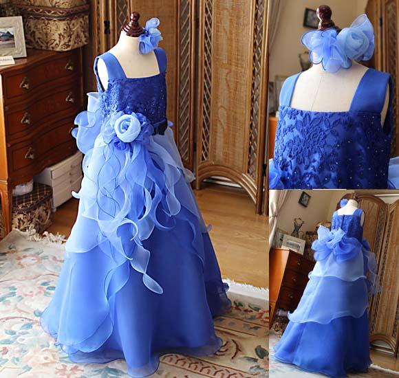 Aラインシルエットのジュニアドレス ブルーカラー