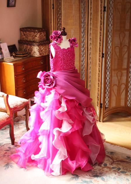 お問い合わせ人気のピンクのジュニアサイズドレス