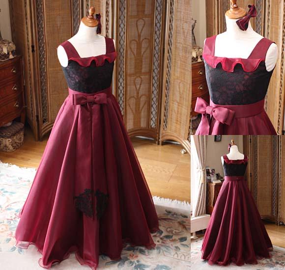 エレガントなワインレッドの Aラインドレス