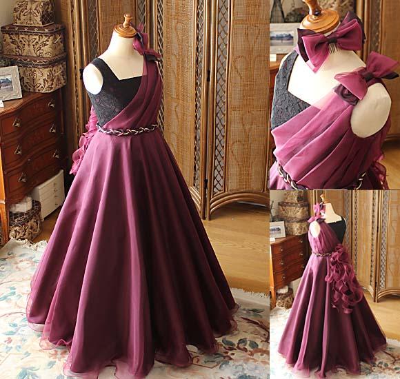 ボルドーレッドのシルク素材のロングドレス