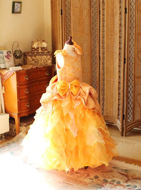 ピアノの入賞者コンサートドレス オレンジとイエロー
