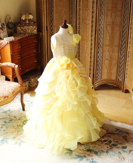 黄色の子供用ドレス ピアノの発表会とコンクール